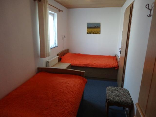 Zwei Bett Schlafzimmer mit eigenem Duschbad
